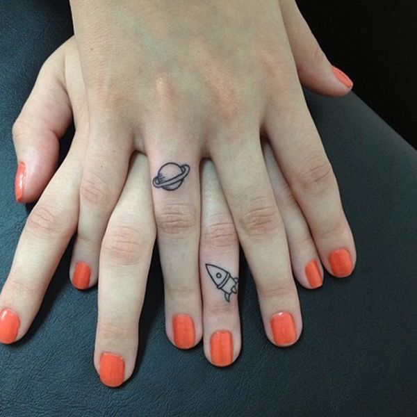 30 Amazing Attractive Finger Tattoo Styles-14