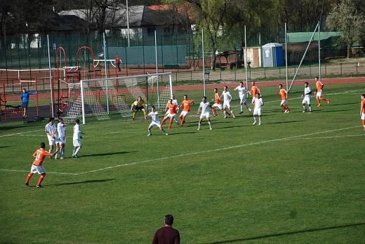 A DEAC férfi labdarúgó csapata Derecskén, a DEAC II pedig hazai pályán nyert a hétvégén. Szombaton már a női futsalosok bajnoksága is megkezdődik.