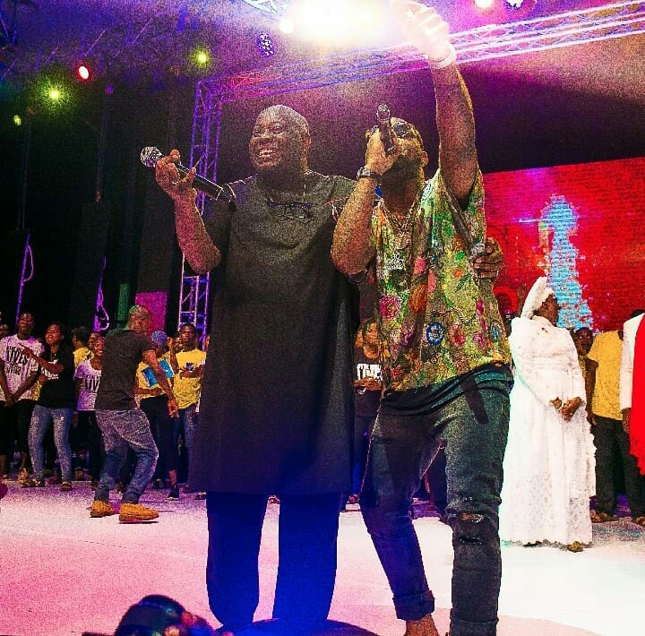 5 - FINALLY! Davido Publicly Apologizes To Dele Momodu As They End Their Beef (Photos)