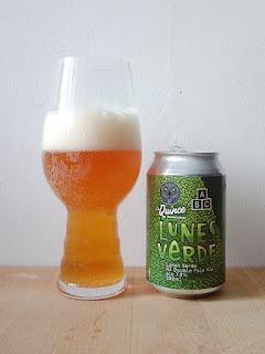 La Quince Alphabet Brewery Lunes Verde Extra Pale Ale IPA La Tienda de la Cerveza dorado y en botella