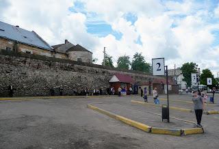 Жолква. Автостанция под стенами Доминиканского монастыря