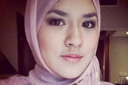10 Foto Wanita Hijab dengan Wajah Putih Alami Ini Cantik Banget