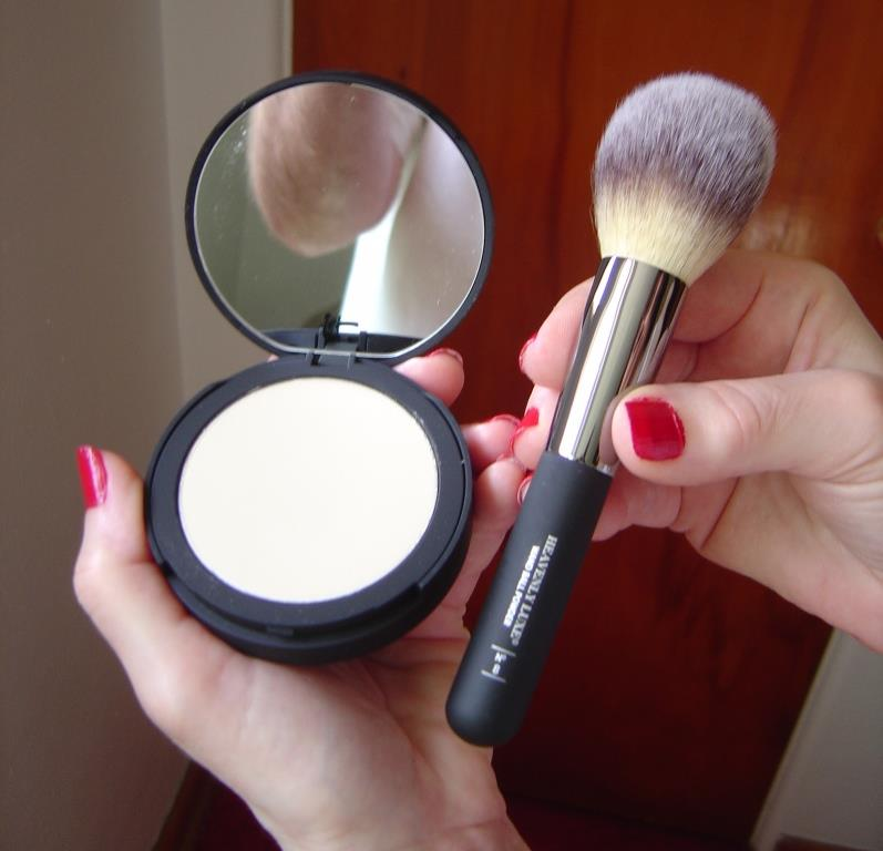 IT Cosmetics Bye Bye Pores Pressed Finishing Powder and Heavenly Luxe Powder Brush.jpeg