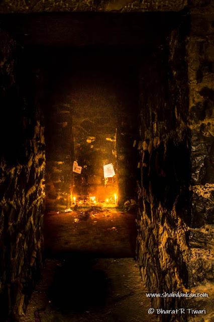 फिरोजशाह कोटला किले के बारे में कई कहानियां है, इस किले को दिल्ली की डरावनी जगहों में से एक मान गया है