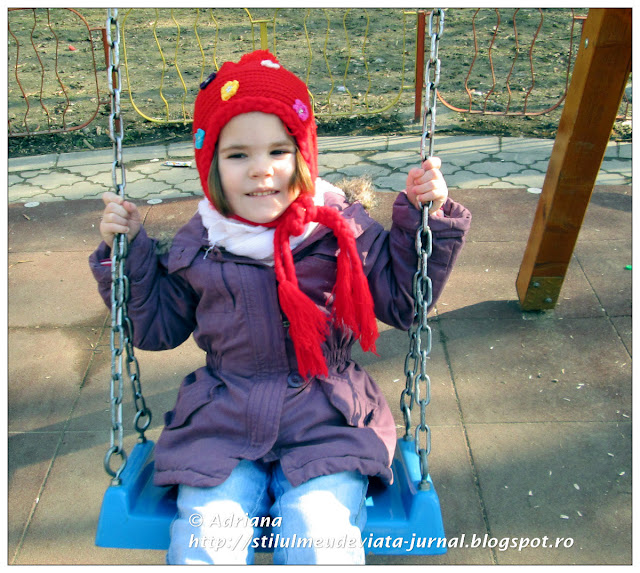pe leagan in parc