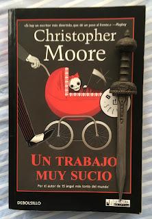 Portada del libro Un trabajo muy sucio, de Christopher Moore