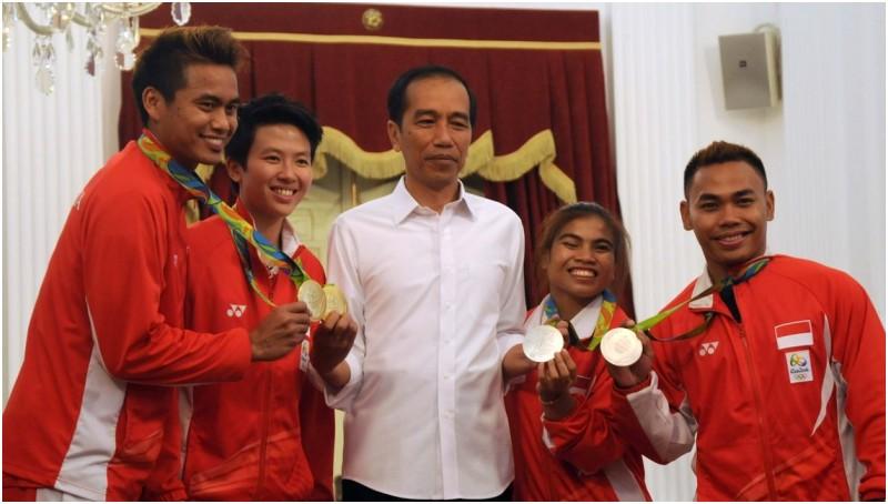 Atlet peraih medali di Olimpiade Rio berfoto bersama Jokowi