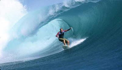 Surfing Pantai Nihiwatu