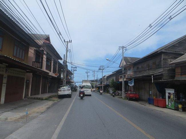 Улица старых домов на Самуи