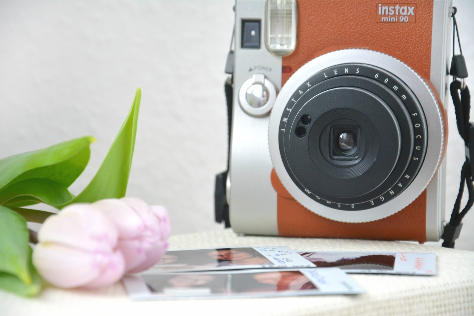 Instax Mini 90s Retro Brown; Polariod Pictures; Fresh Tulips