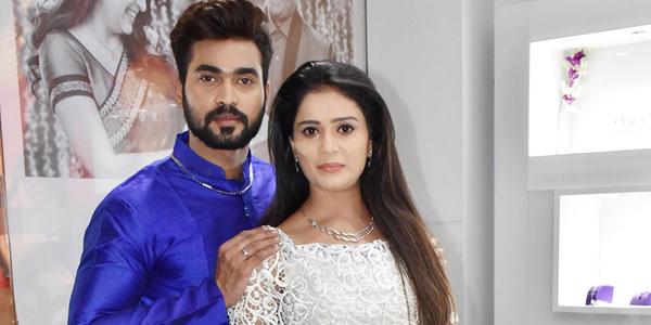 Mudda Mandaram stars Deva-Parvathi promotes Jos Alukkas