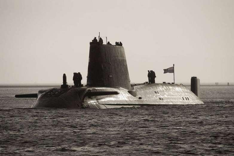 Submarino HMS Astute. Aviones, submarinos y barcos de guerras mas caros del mundo. Cuanto cuesta un portaviones. Cual es el costo de un avión de guerra. Cuanto vale un submarino nuclear.