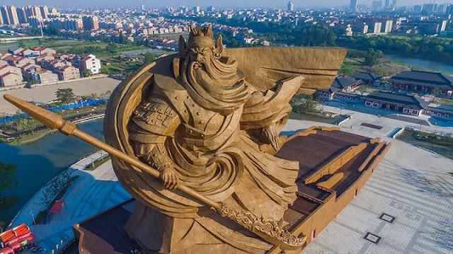 La Chine dévoile une statue gigantesque de 1320 tonnes