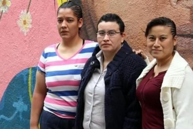 """""""MARINOS ENCAPUCHADOS"""" NOS DETUVIERON Y TORTURARON; """"Nos metieron los dedos en la vagina y tubos en el ano"""""""
