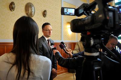 Szijjártó Péter, Európai Bizottság, Frans Timmermans, Magyarország, Európai Unió, Orbán-kormány, antiszemitizmus