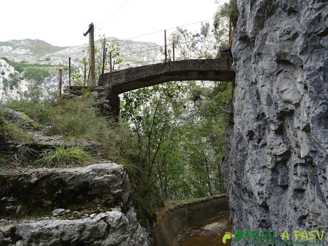 Canal de Reñinuevo: Puente sobre el canal