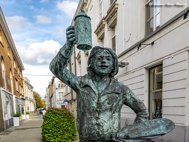 Estatua de Adriaen Brouwer - Oudenaarde por El Guisante Verde Project