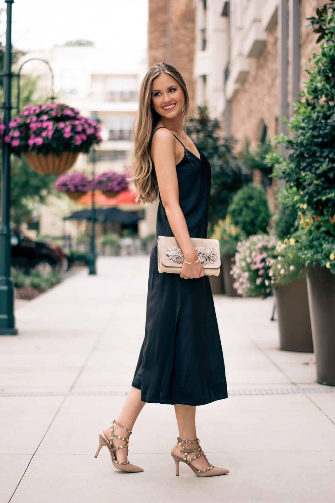 A-simple-and-chic-date-night-look