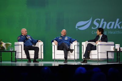 Scott dan Mark Kelly ditemubual sendiri oleh CEO Shaklee Corporation, Roger Barnett