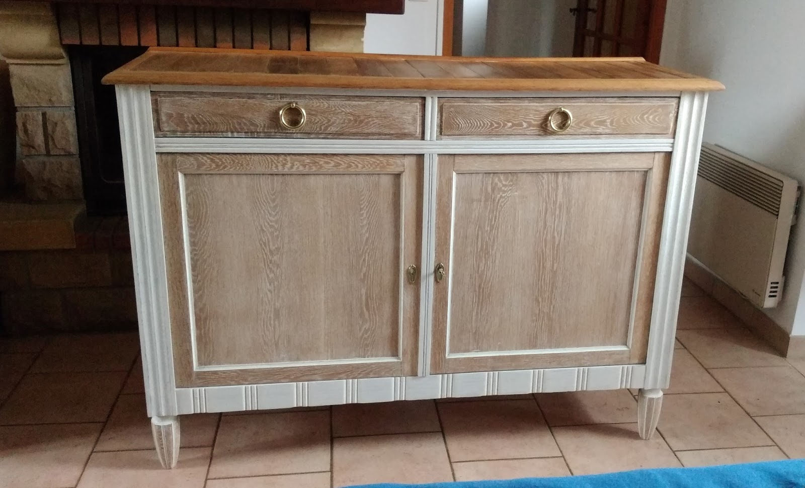 o 39 bois recycl tr s beau buffet ancien en ch ne avec 2 portes et 2 tiroirs. Black Bedroom Furniture Sets. Home Design Ideas