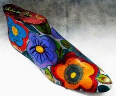 forma para sapato pintada