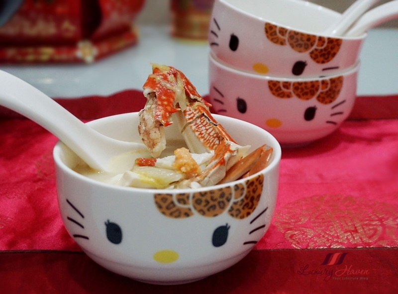 cny claypot flower crab soup hello kitty bowls