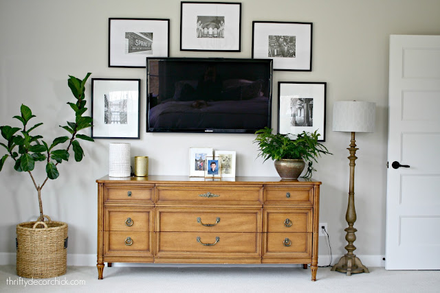 Decorating wall around the TV