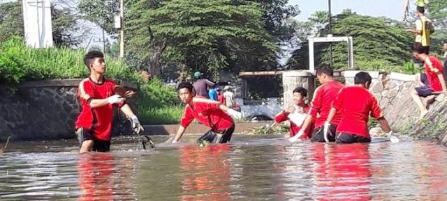 Pemkab Indramayu Gerakan 1000 Orang Untuk Bersihkan Sungai Cimanuk