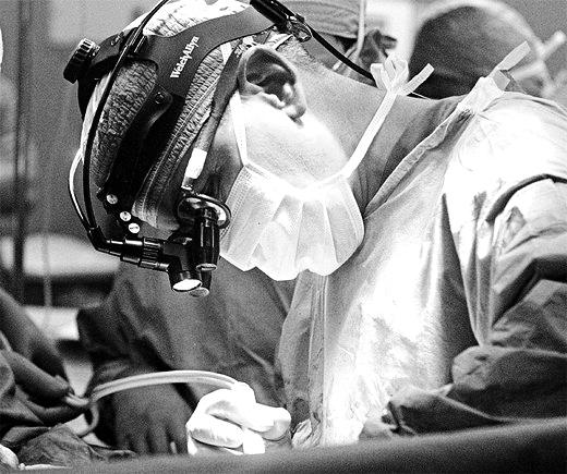 Riattribuzione chirurgica del sesso: in Italia si può <br><small>Una class action indiscriminata rischia di affossare 30 anni di lavoro, impegno e conquiste</small>