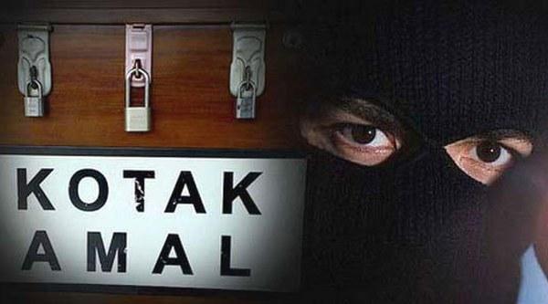 pencuri kotak amal masjid babak belur di hajar massa