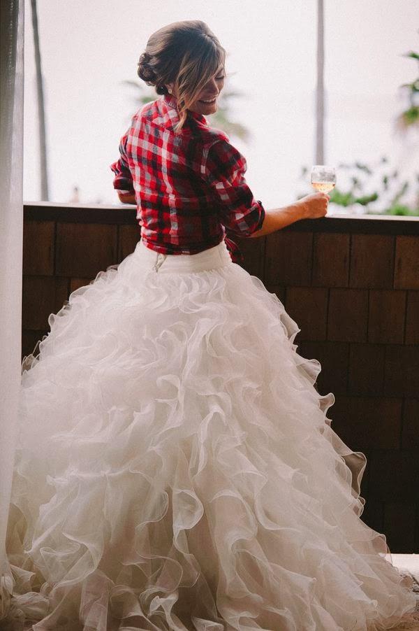 76c8fd736eda Las novias más atrevidas visten camisas de cuadros!   QUIERO UNA ...