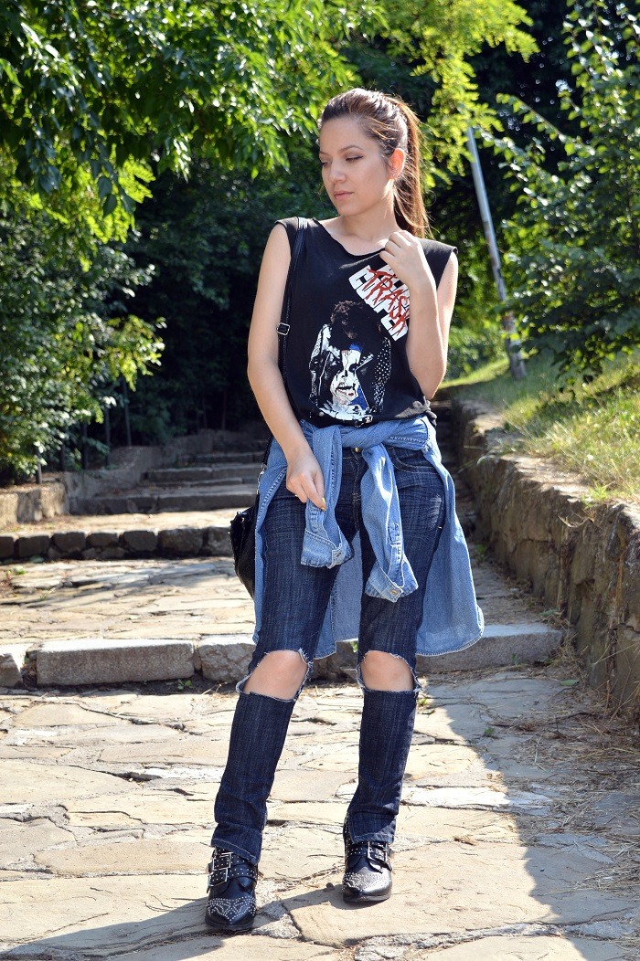 outfit, skinny jeans with ripped knees, alice t-shirt, oversized denim shirt, tally weijl boots, chloe ankle boots