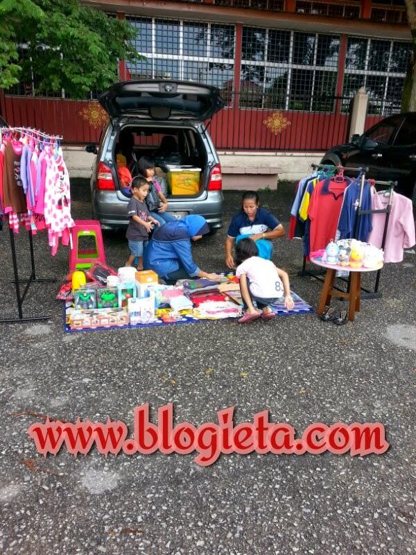 Bukak bonet jual barang, Car Boot Sale, Berita Dalam Negeri, bisnes offline, bisnes online, blog yang selalu dibaca, Blog yang selalu diterjah, cara meningkatkan traffik blog, Entri popular sepanjang tahun, hasilkan puluhan ribu ringgit melalui blog, Kisah blogger, MOTIVASI, panduan bisnes, Pengalaman Blogger, Pengalaman hidup, mempromosi, melariskan produk niaga, jual secara online, menggunakan laman sosial, bisnes kad, blog lifestyle dan fanpage, Tepung Magik Serbaguna, Tepung Cheezy Cheese Sauce, http://www.blogieta.com/2014/04/car-boot-sale.html