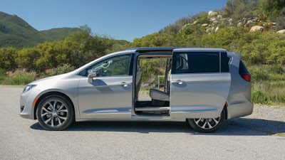 Chrysler Pacifica slider door Hd pictures