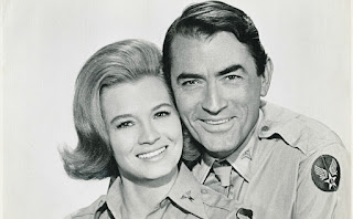 Gregory Peck y Angie Dickinson (El capitán Newman)