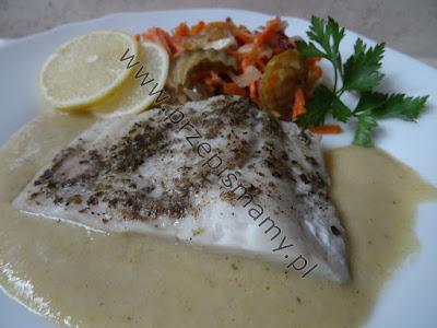 Ryba gotowana z sosem musztardowym