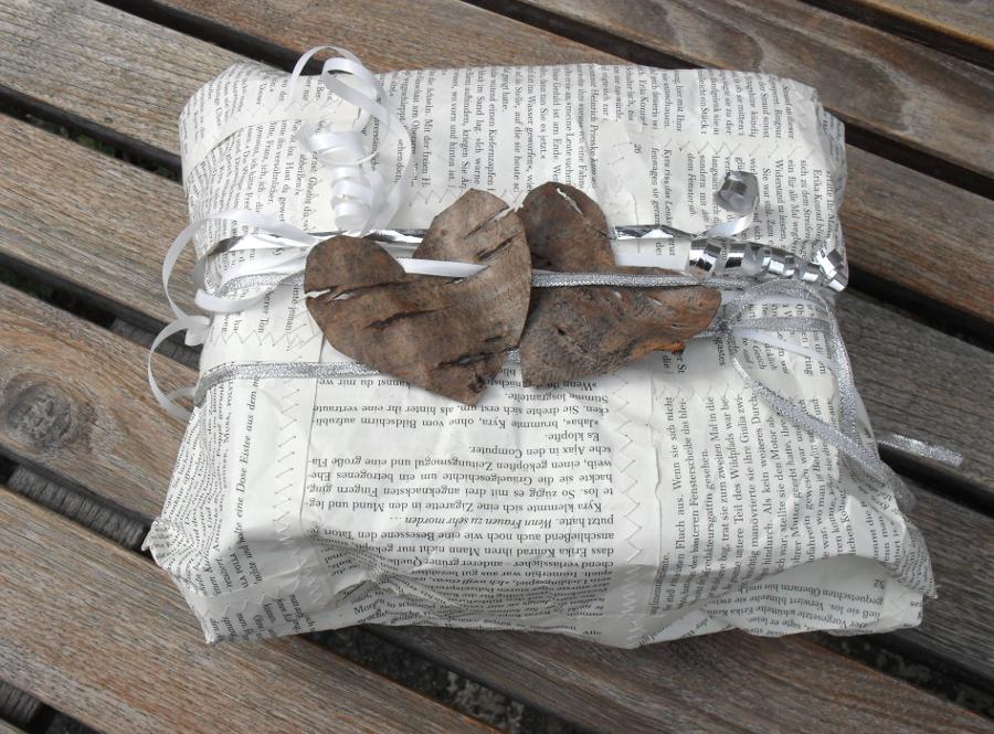 Turquoise Tepid Teadrop: Recycling-Basteln: Geschenkpapier