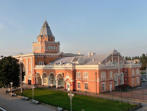 Чернигов. Железнодорожный вокзал. Памятник архитектуры
