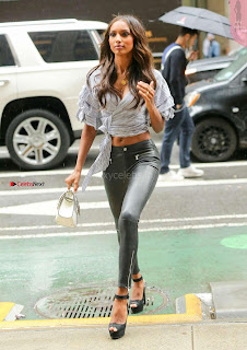 Jasmine-Tookes-Arriving-at-the-Victorias-Secret-fitting-_023+%7E+SexyCelebs.in+Exclusive.jpg