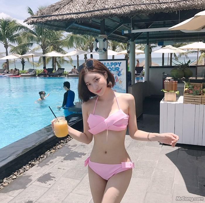 Người đẹp Kang Hye Yeon tươi mát với bikini bên bể bơi (34 ảnh)