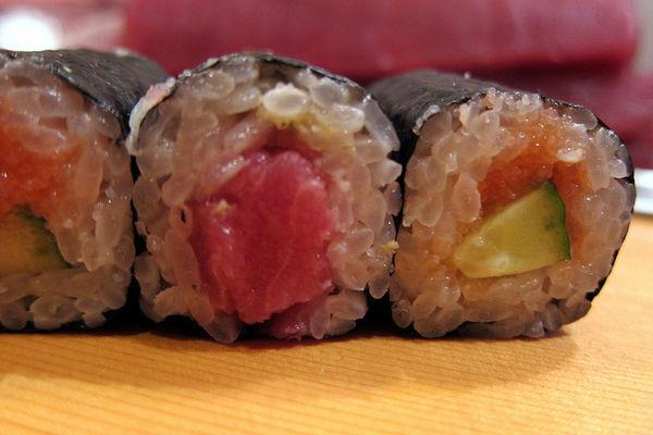 ข้าวห่อสาหร่ายไส้ทูน่ามายองเนส (Tsuna Mayo Maki)