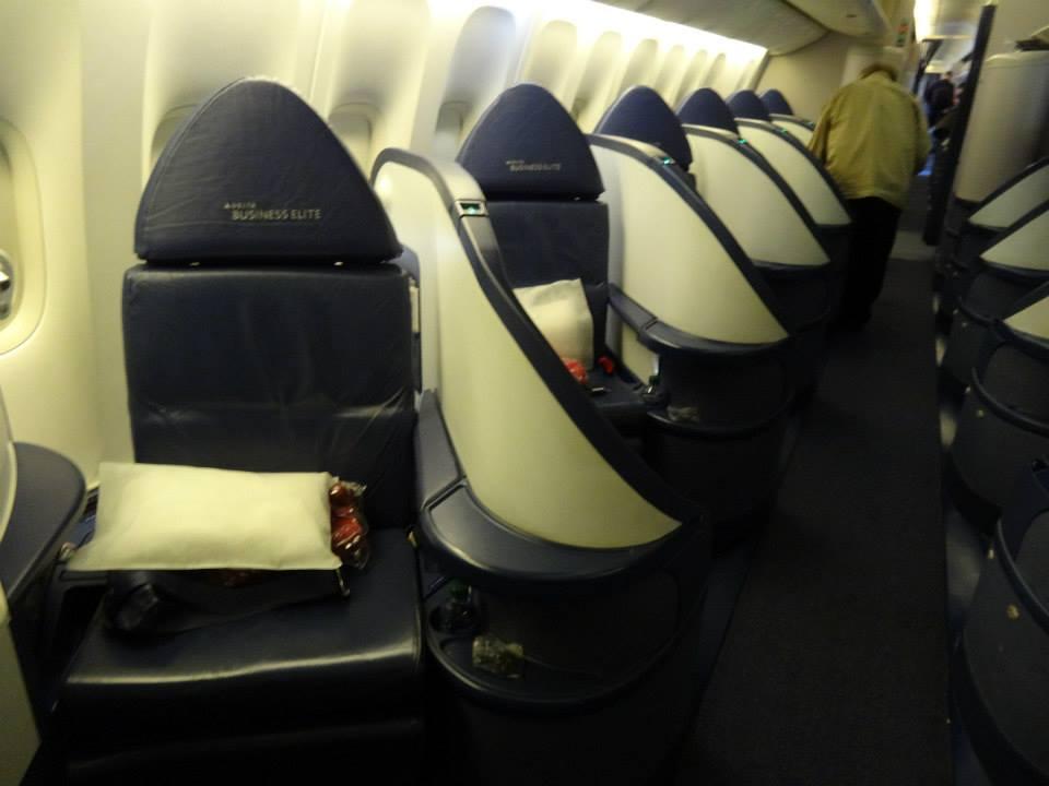 Flying the Delta 77L Transcon! - Premium Cabin Deals