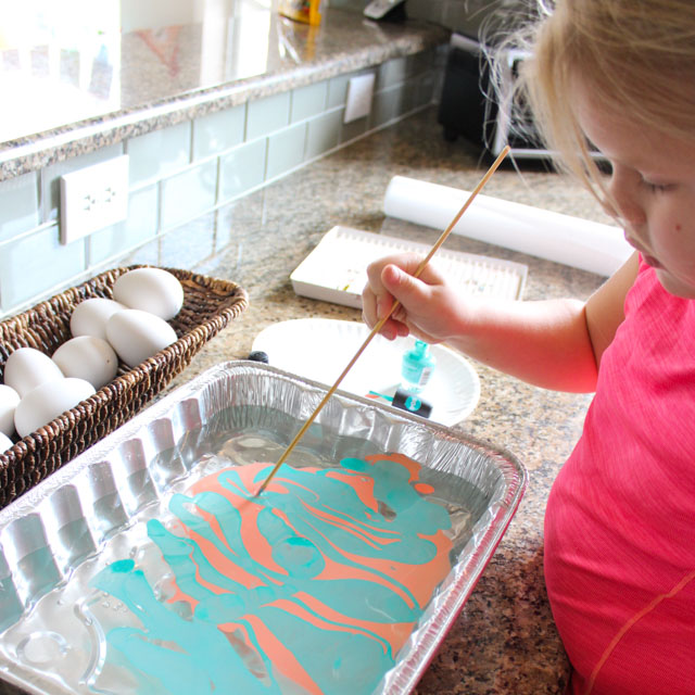 How to marble Easter eggs with nail polish! #eastereggideas #eastereggs #marbling