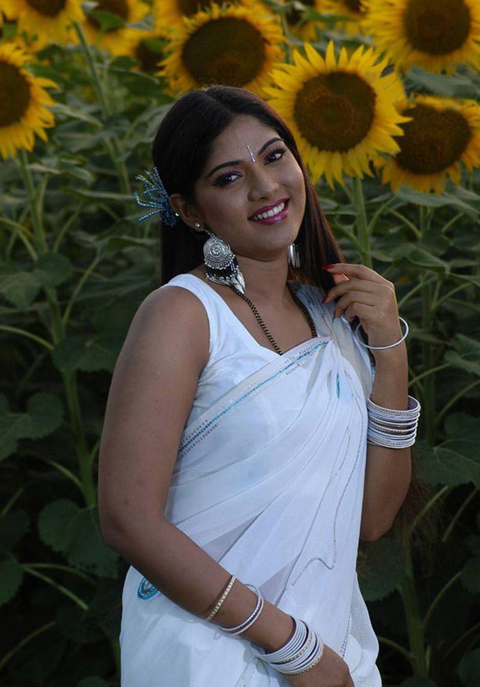 South Indian Romantic Pics Banu Aka Muktha Hot