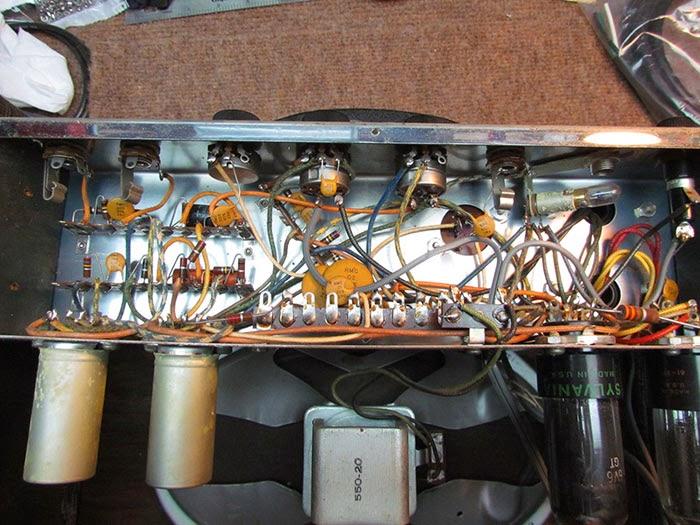 1961 supro 1616t guitar amplifier overview crawls backward. Black Bedroom Furniture Sets. Home Design Ideas