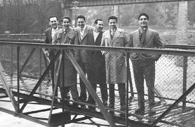 Lorenzo Ponce Sala con compañeros del Club Ajedrez Barcelona en La Farga de Bebié en 1956