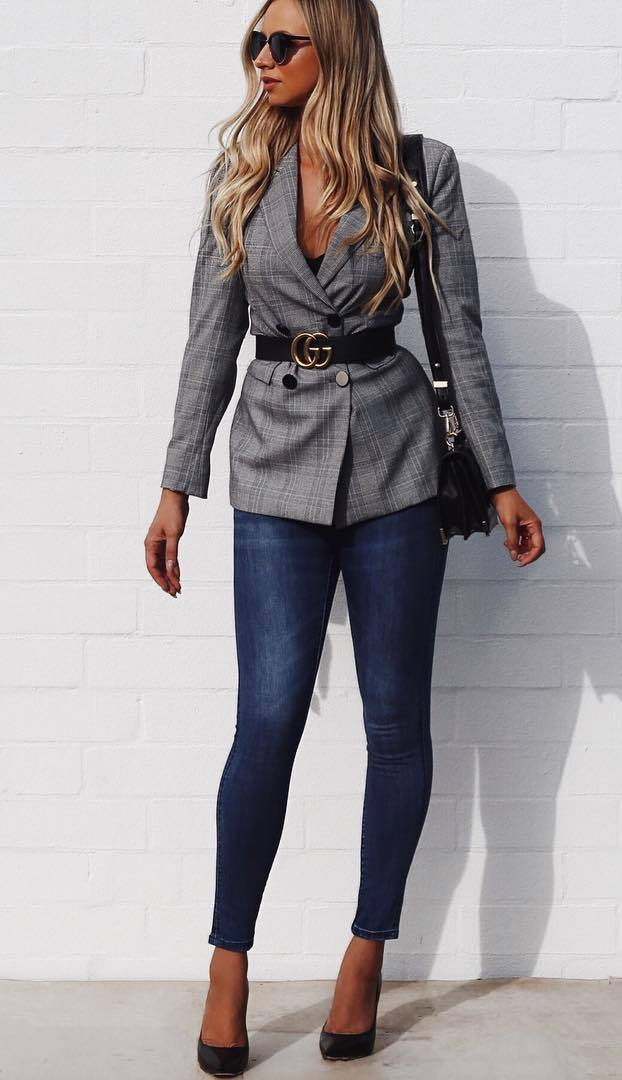 how to wear a plaid blazer : bag + skinny jeans + belt + heels
