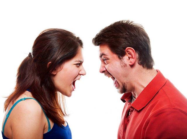 Σχέσεις και καβγάδες: Όταν ο σύντροφός σου σε κριτικάρει