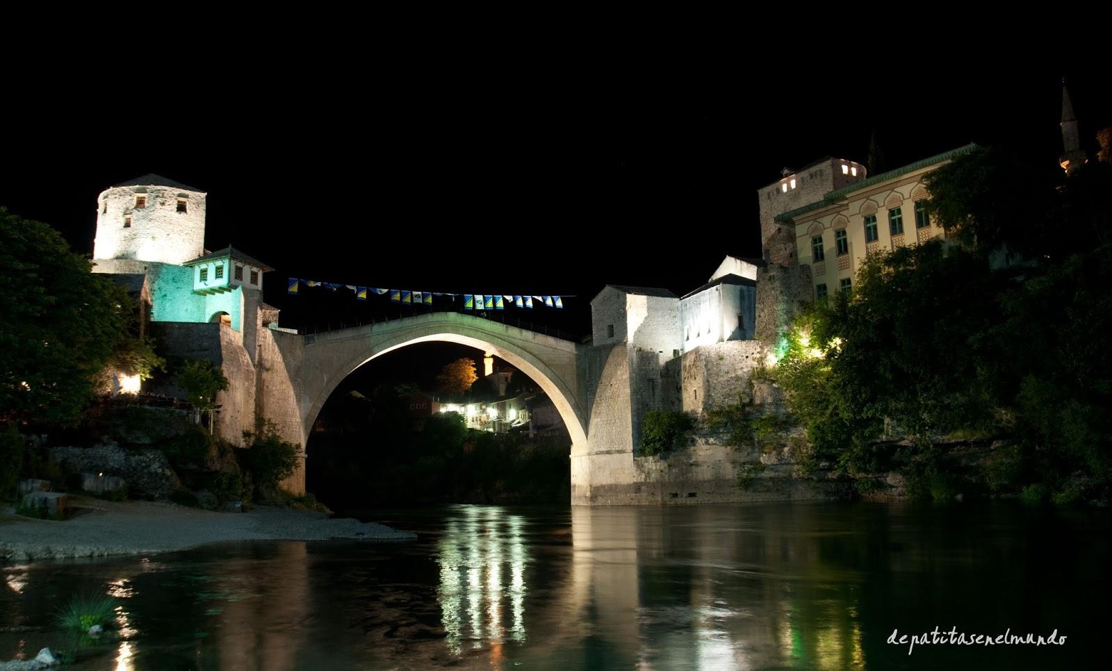 Puente de Mostar de noche