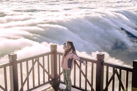 thác mây đổ trên nóc nhà đông dương